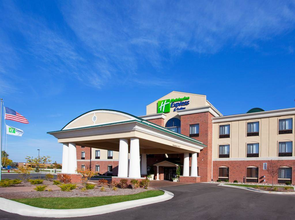 Cbre Hotels Arranges Of Holiday Inn Express Suites In Bay City Texas